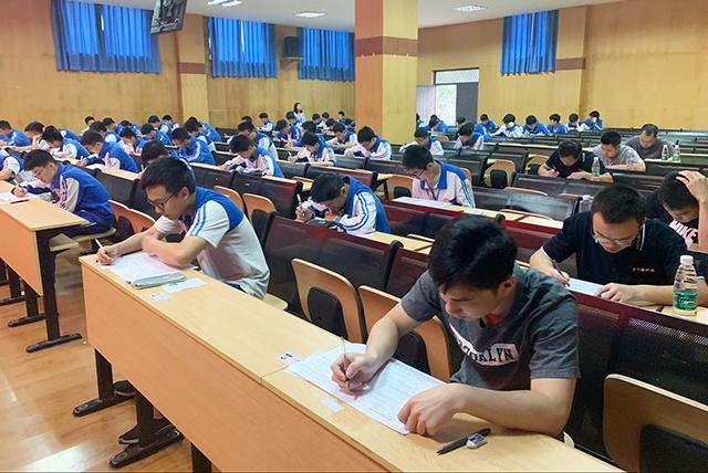 成都bwin客户端app职业技能培训中心2019年度第5期(车、钳工)鉴定考试顺利完成